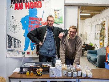 Distribution et dégustation à la Ruche de la Délivrance d'Amiens. © Thomas Louapre - La Ruche qui dit Oui (2013)