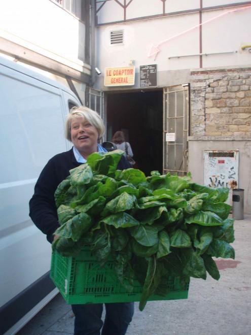 Cathy Thierrée, un jour de distribution.