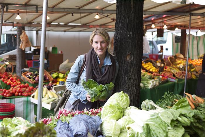 Kirsten en mission sur les marchés. Objectif : traquer le kale. ©Smart Planet