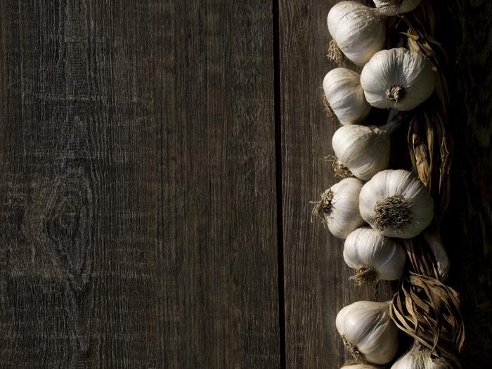 Certains légumes : oignons, pommes de terre, ail, courges... peuvent se conserver à la cave plusieurs mois.