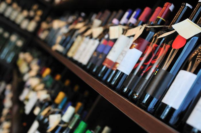 Les vins ne vieillissent plus dans les caves mais dans les supermarchés, alors y ajoute plein d'additifs pour les conserver.