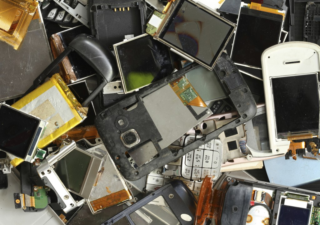 L'autre solution pour lutter contre l'obsolescence et pour limiter l'impact environnemental de nos appareils, c'est de prendre le réflexe de réparer, recycler ou réutiliser.