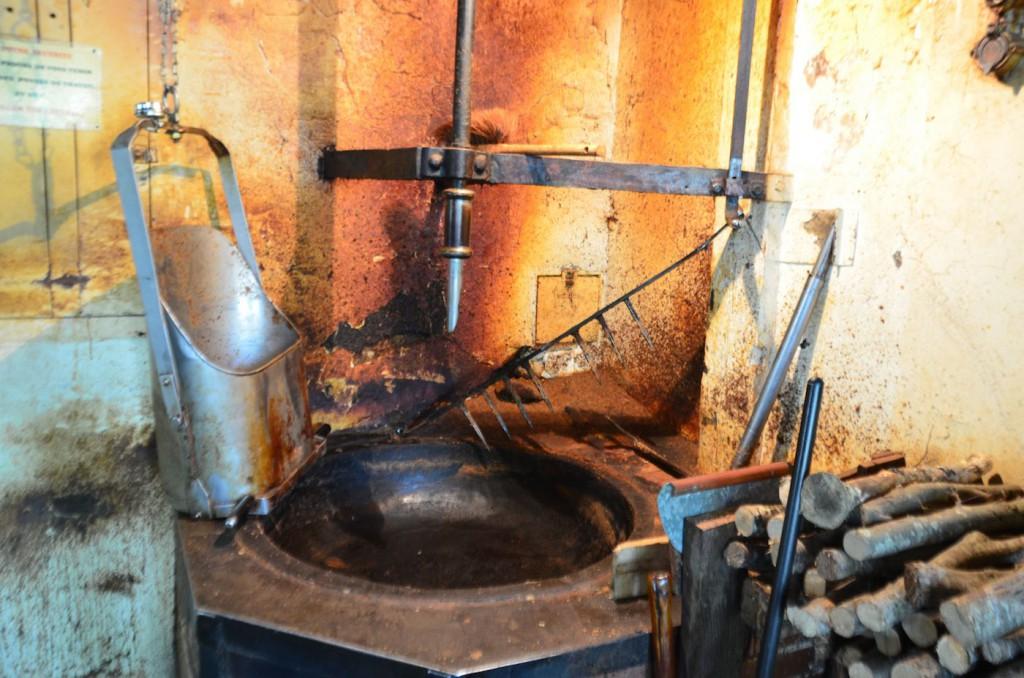 Le chaudron à bois pour faire chauffer les pâtes.