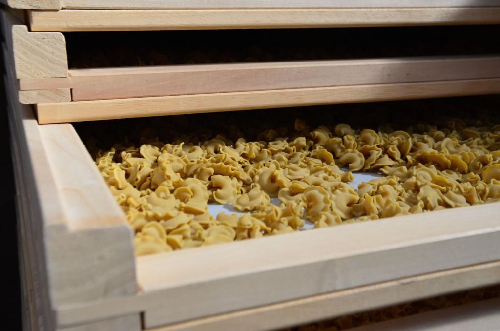 Un séchoir à pâtes artisanales, tout doux devant !