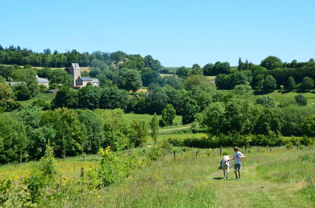 Balades à poneys, à bicyclette, à pieds, la ferme du Moncel fournit matériel, itinéraires et pédagogie.