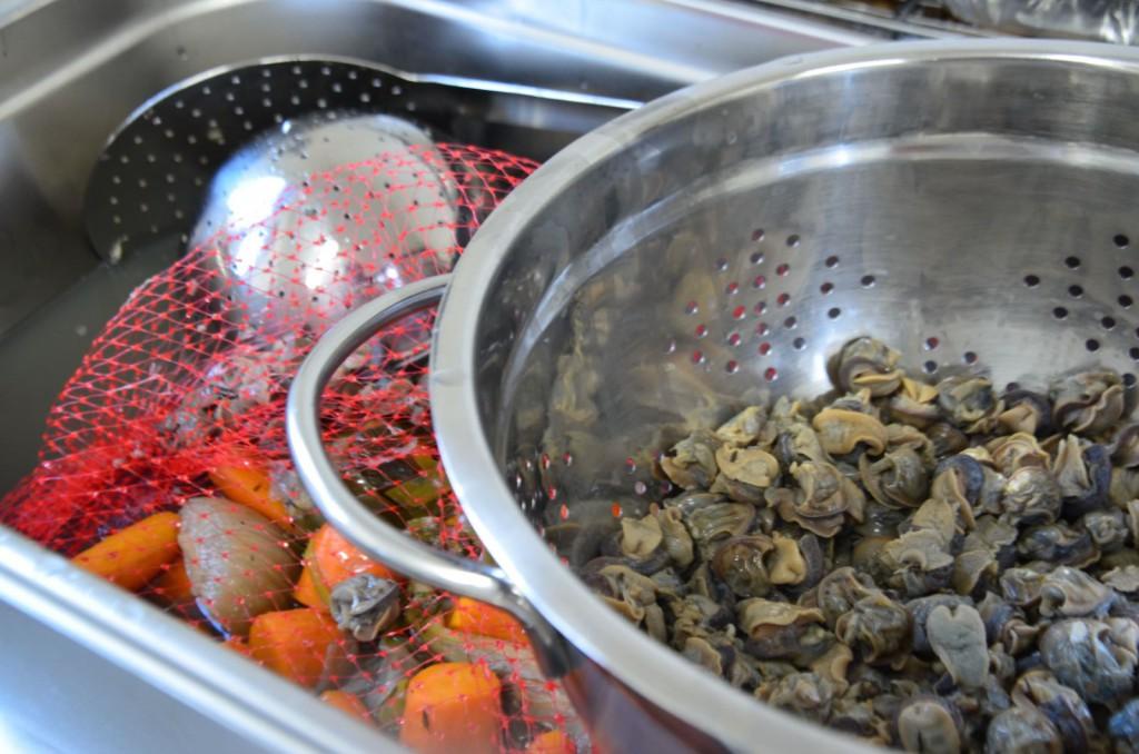 Bourgogne, à la bourguignonne…. 95% des escargots consommés en France viennent d'ailleurs. Ici, ils sont élevés et cuisinés par Frédéric.