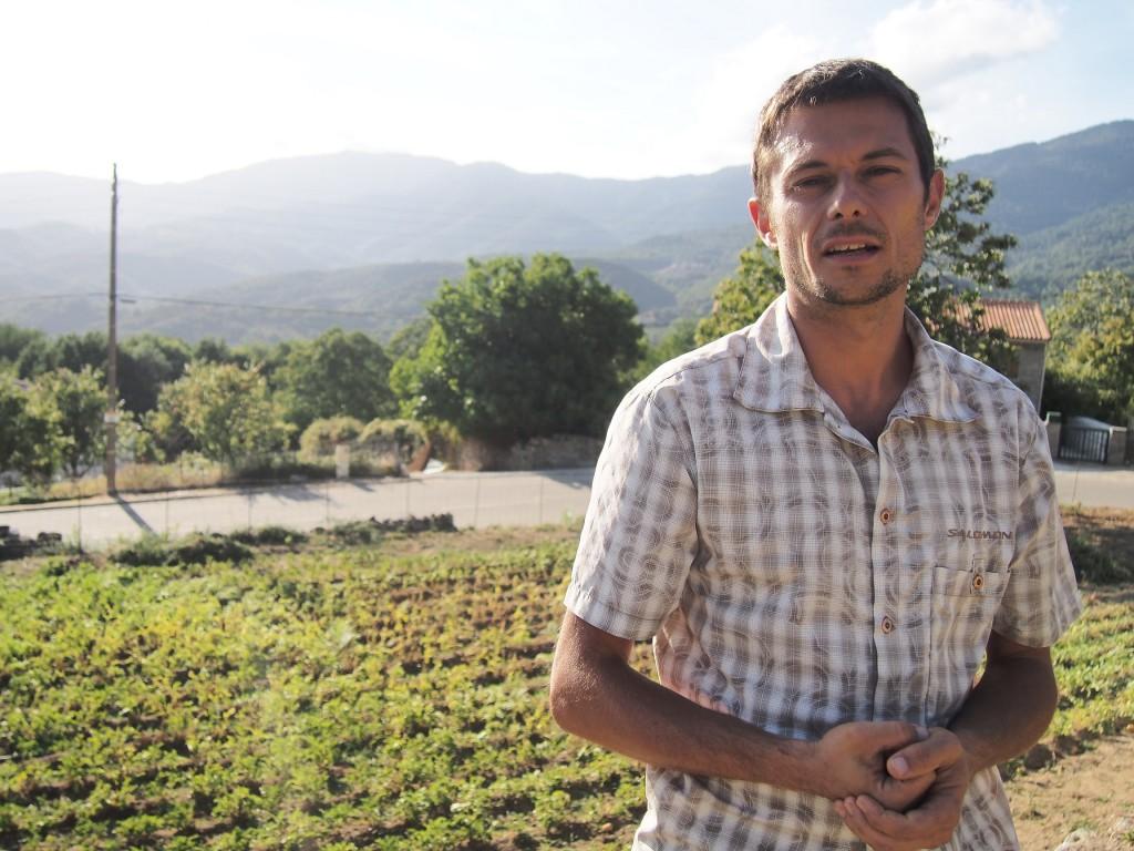 Sylvain, ses patates, et sa montagne.