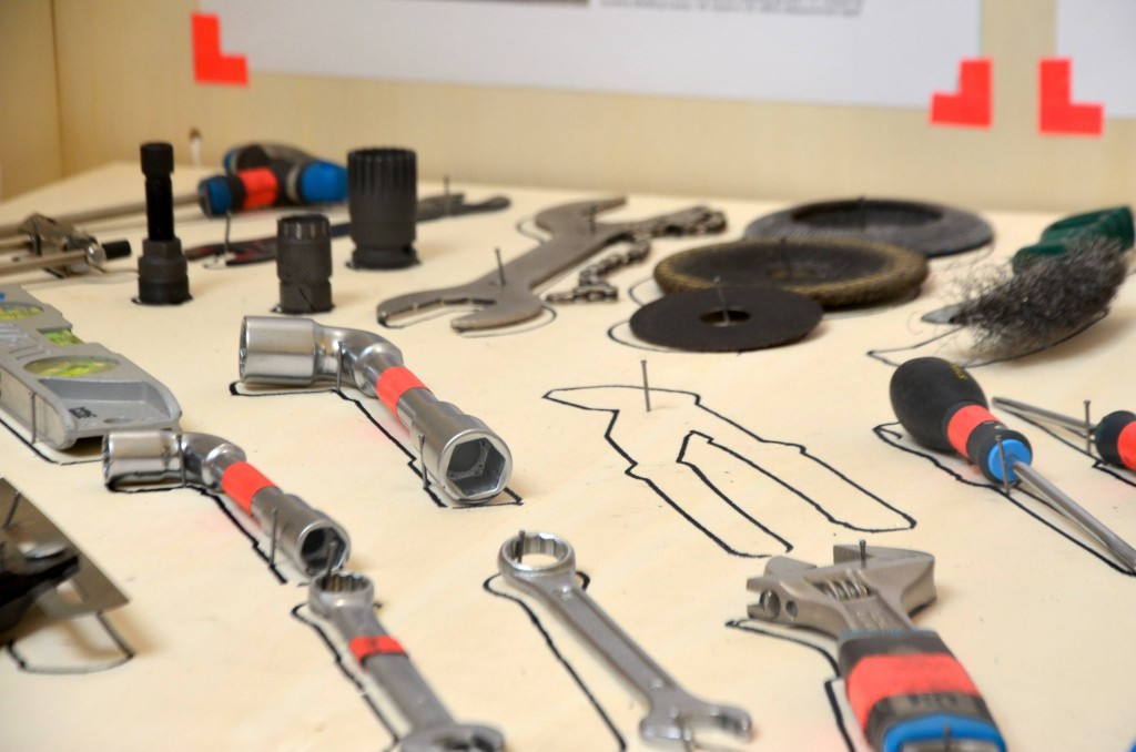 Les outils nécessaires pour fabriquer la machine.