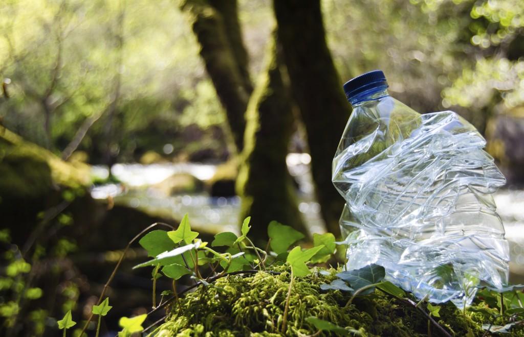 Il faut 400 ans à une bouteille plastique pour qu'elle se décompose naturellement dans la nature. Quand même !