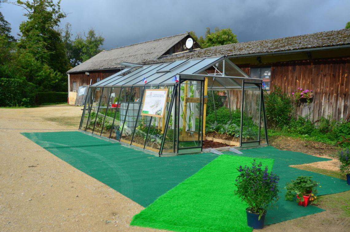 Myfood, serre qui allie l'aquaponie et la permaculture. Découvrez leur site web : myfood.eu