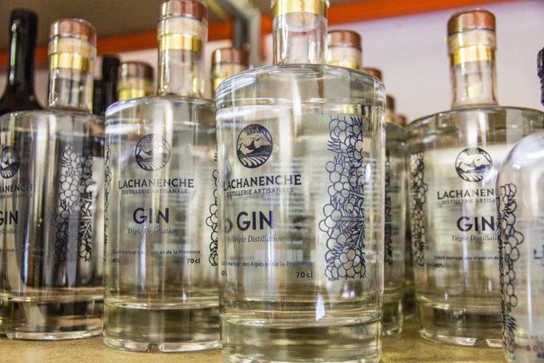 L'intrigante bouteille de gin...