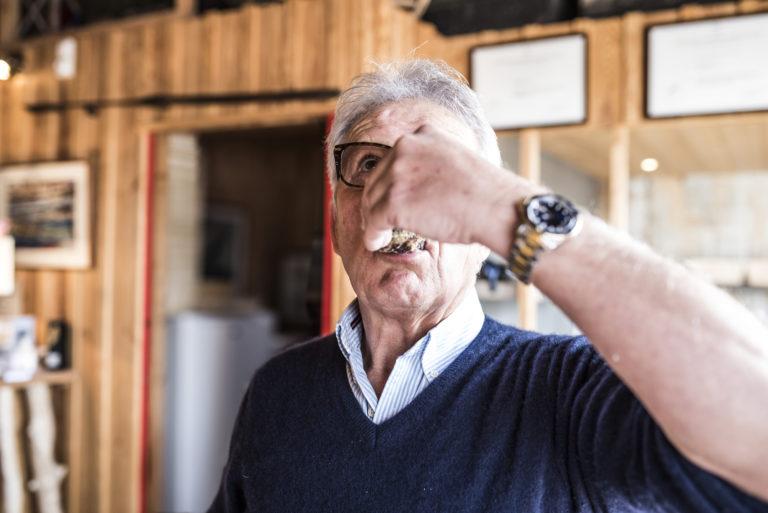 L'huître ne s'avale pas, elle se déguste. Gober serait du gâchis au regard du temps et des efforts qu'il aura fallu pour l'amener à maturité. ©Olivier Cochard