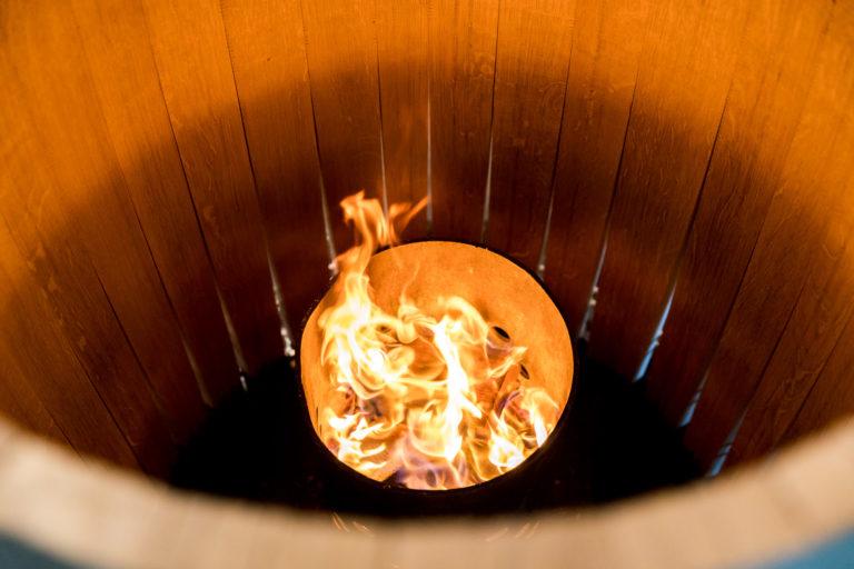 La chauffe, l'étape la plus importante de la construction d'un tonneau