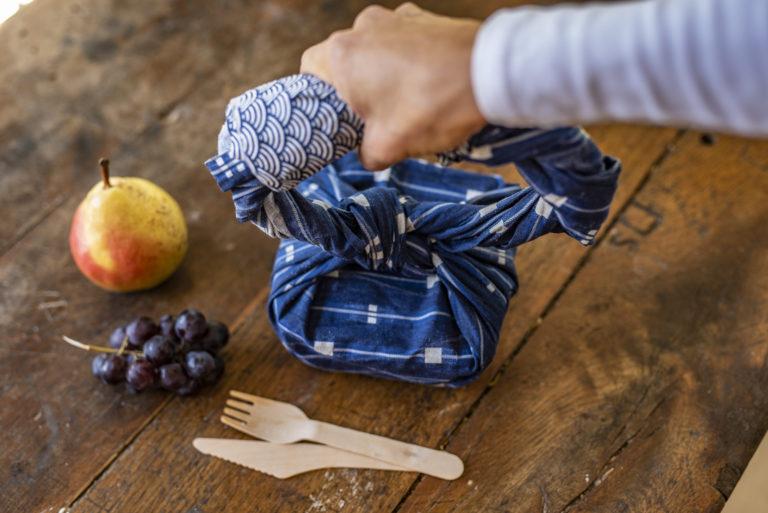Furoshiki, l'art d'emballer son repas avec un morceau de tissu recyclé
