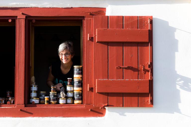 Sylvie Leizagoyen, éleveuse de porcs basques kintoas