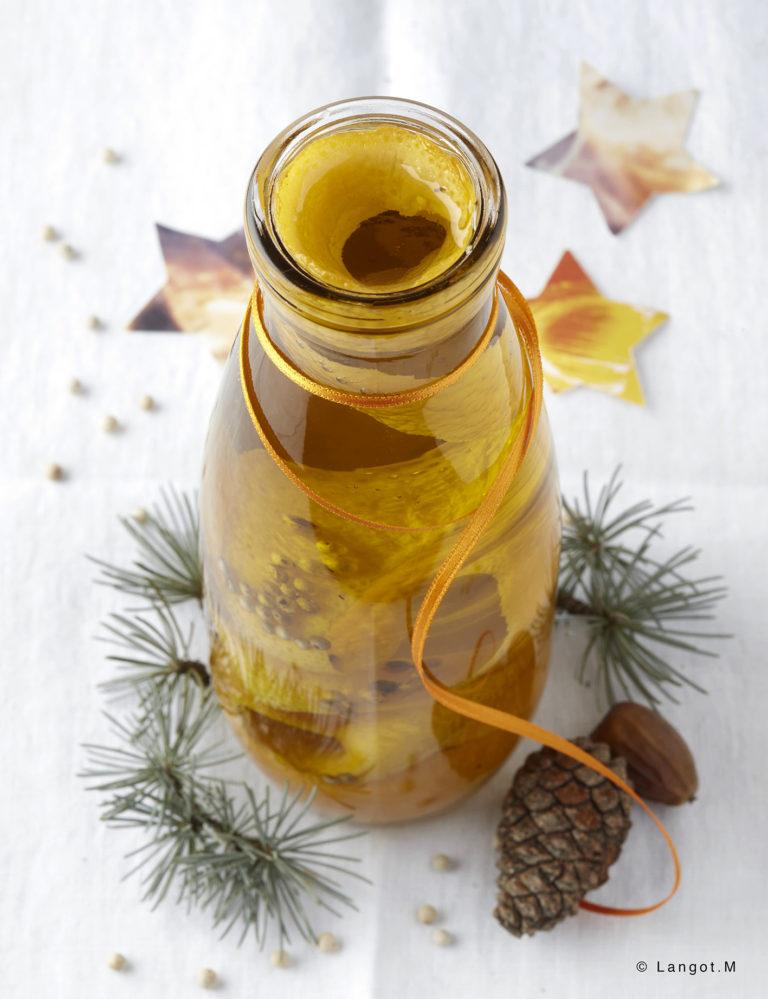 Bouteille d'huile d'olive aromatisée à l'écorce d'orange